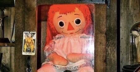 Annabelle es tendencia en Twitter, por que presuntamente se escapó de su encierro y los memes no se hicieron esperar