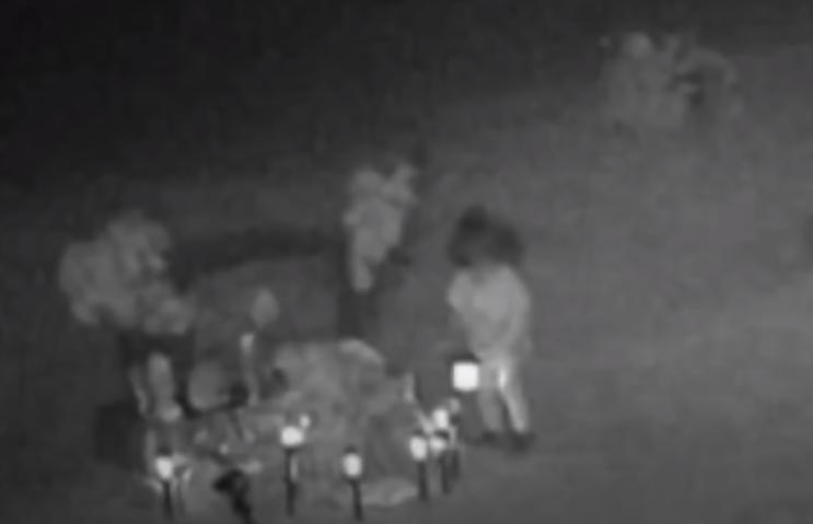 Captan en video a niña fantasma en un cementerio