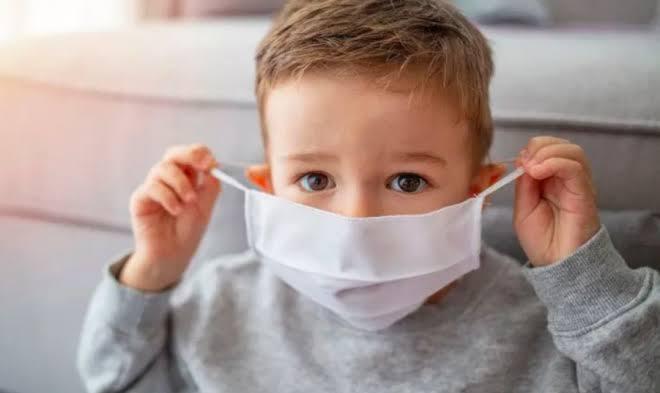 Recuerda OMS el uso de mascarilla para los niños a partir de 12 años