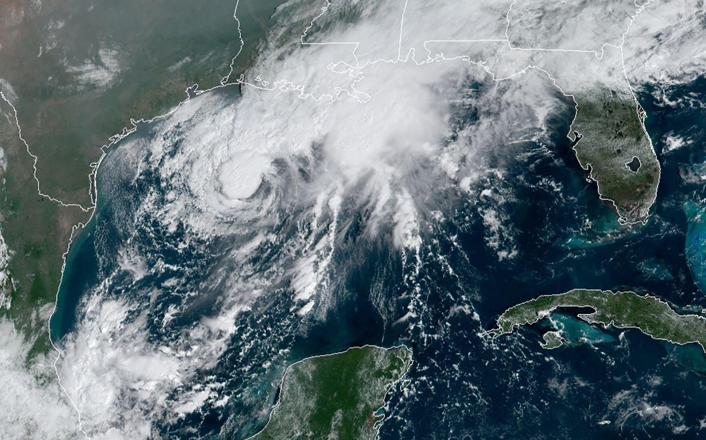 Tormenta tropical Beta tocaría tierra en Texas en las próximas horas
