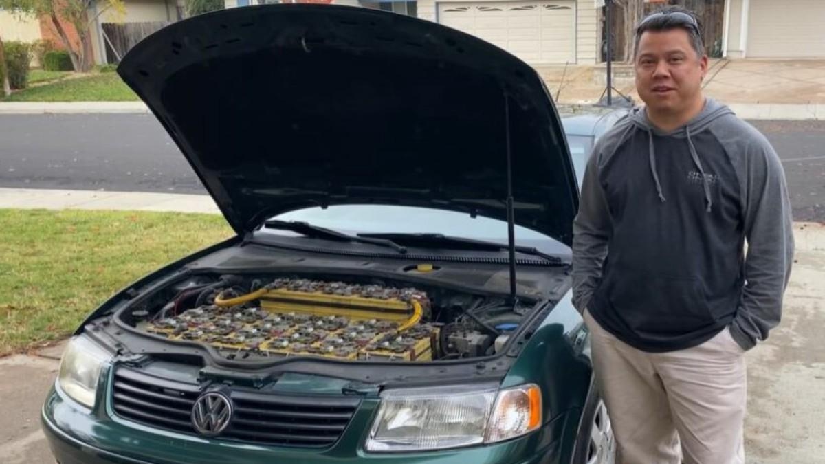 Graba tutorial para convertir un auto antiguo en uno eléctrico