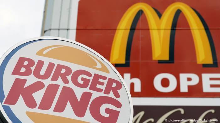 """Burger King manda mensaje que dice """"Pide McDonald's"""""""
