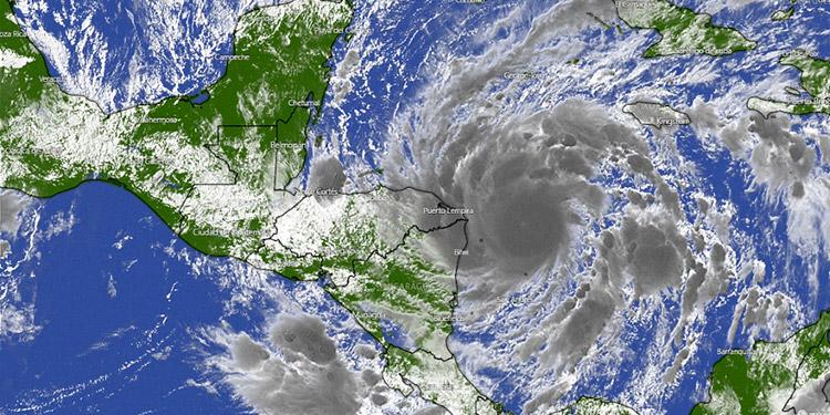 Alcanza categoría 3 huracán Eta, mientras avanza hacia Centroamérica