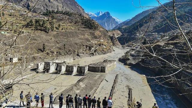 Al menos 26 muertos y decenas de desaparecidos después del colapso de un glaciar al norte de India