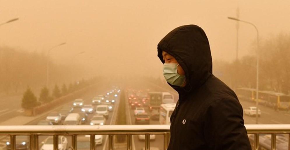 Beijing se cubre con un polvo amarillo, gracias a la tormenta de arena más grande en casi una década