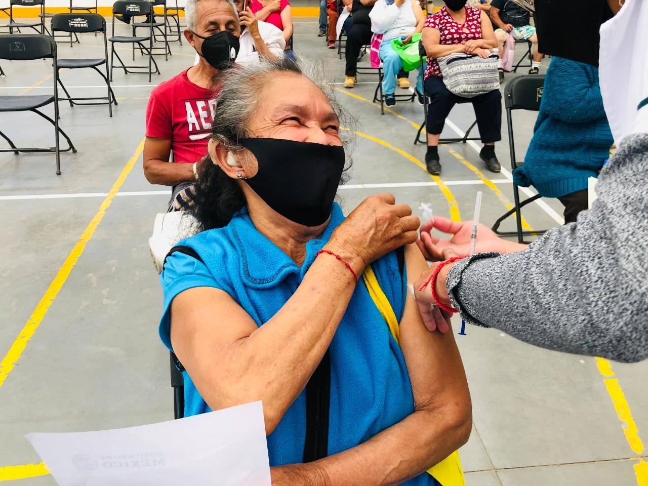 Ecatepec llega a 173 mil adultos mayores inmunizados; operan dos módulos de vacunacion ante baja demanda