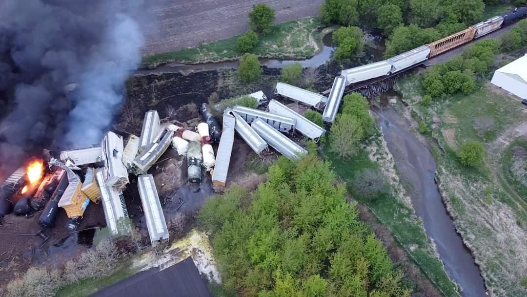 Evacuaciones en Iowa tras descarrilamiento de tren