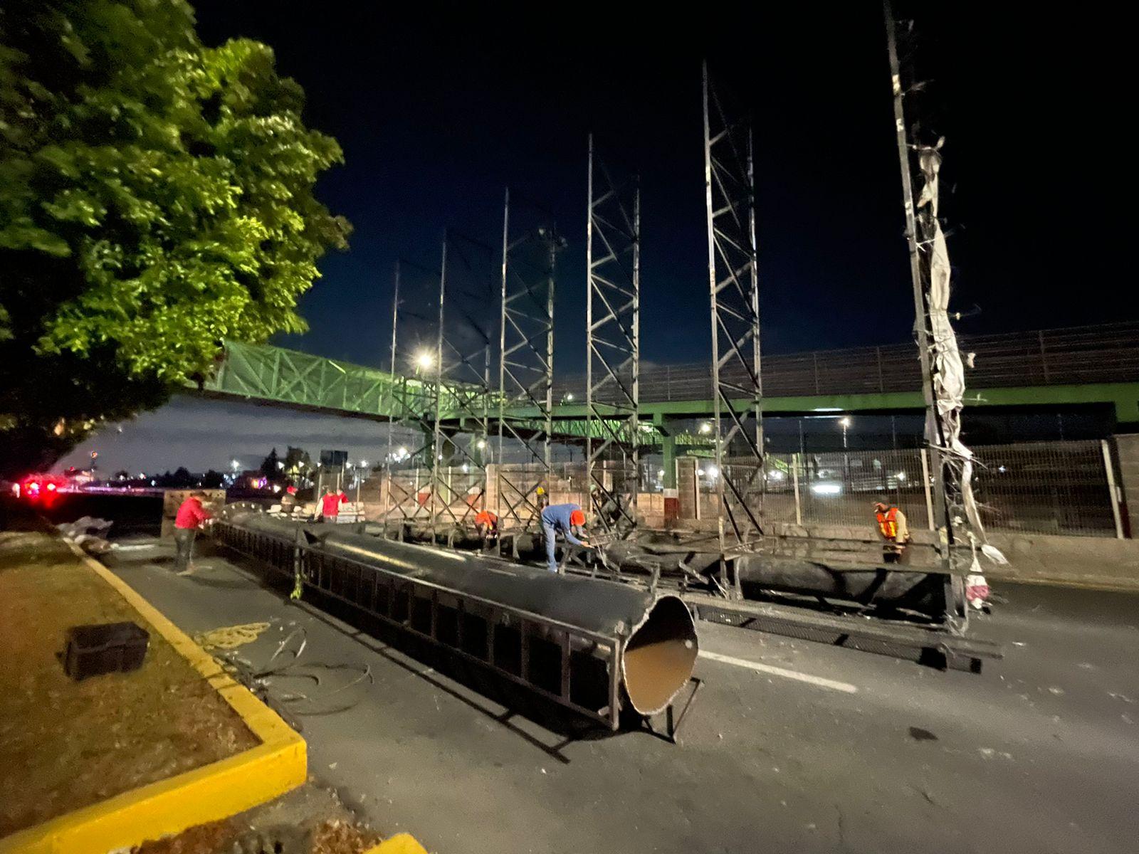 Autoridades retiran anuncio espectacular de 25 metros de altura en Ecatepec, ante riesgo de desplome