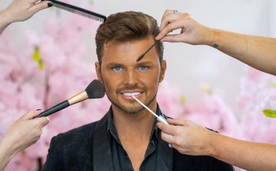 ¡Quiero ser igualito a Ken! Hombre gasta 280 mil pesos en cirugía para parecerse al muñeco