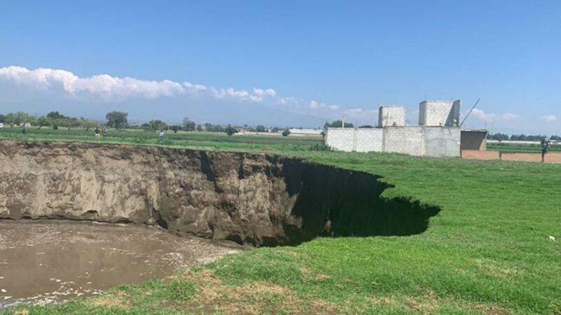 VIDEO: ¡Tremendo! Se abre socavón gigante en Puebla