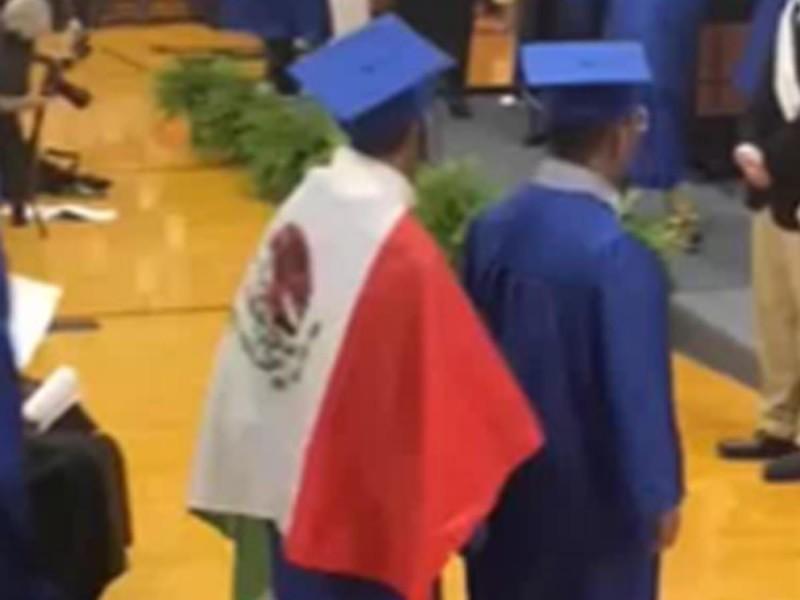 VIDEO: ¡Qué mala onda! Niño porta la bandera de México en su graduación en EU y le niegan el diploma