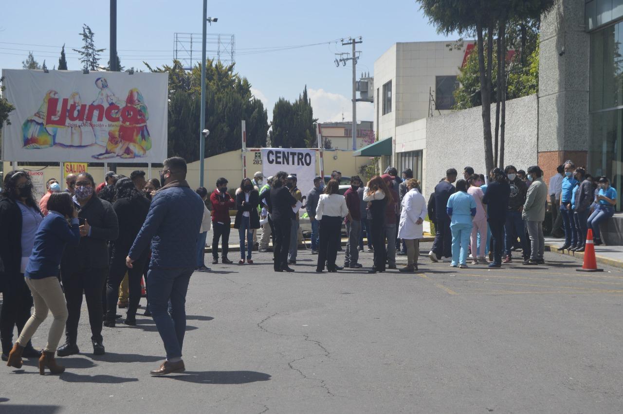 Plazas comerciales acatan simulacro nacional en Metepec