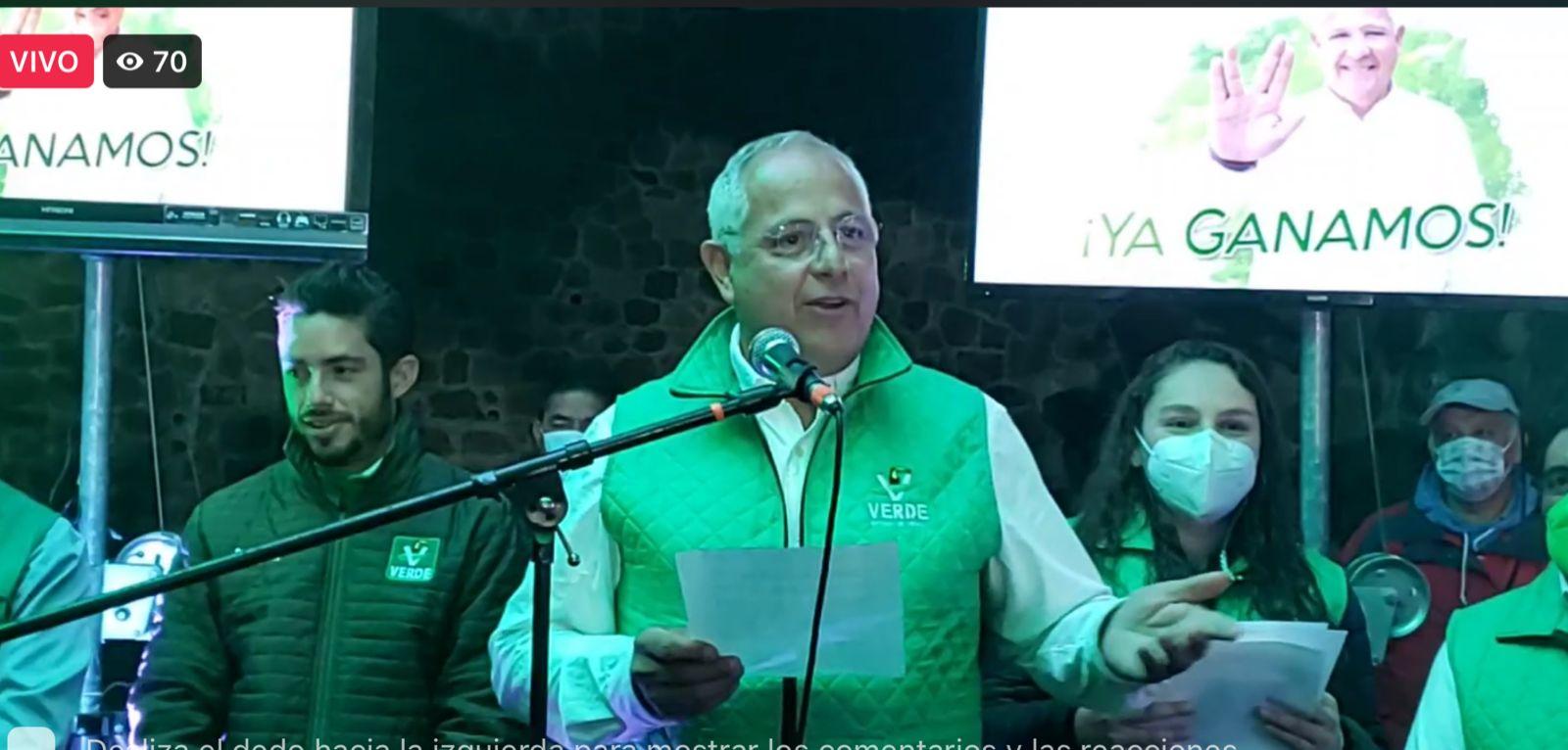 Abrazado del PVEM, Ernesto Monroy cierra campaña en Toluca
