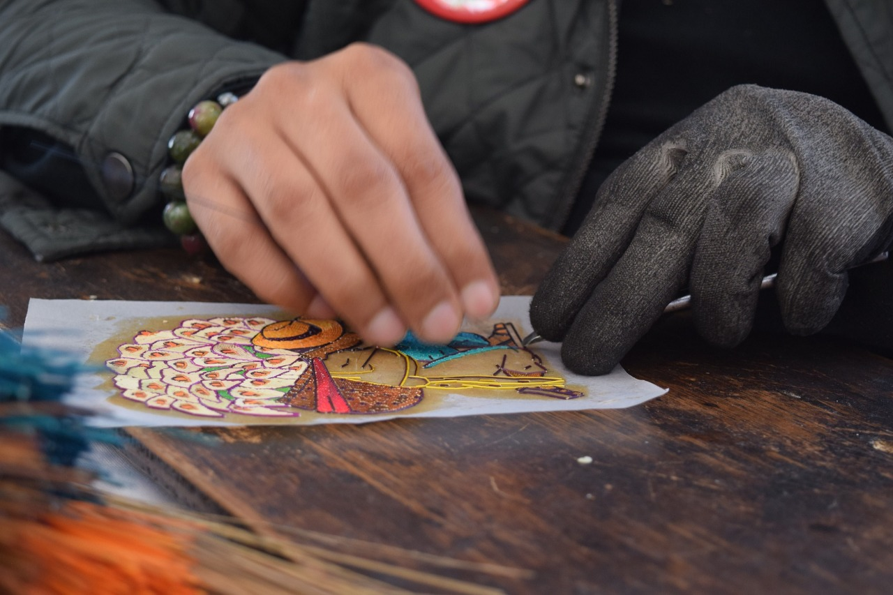 Utilizan artesano mexiquense técnica de popotillo para crear piezas atractivas para la compra-venta