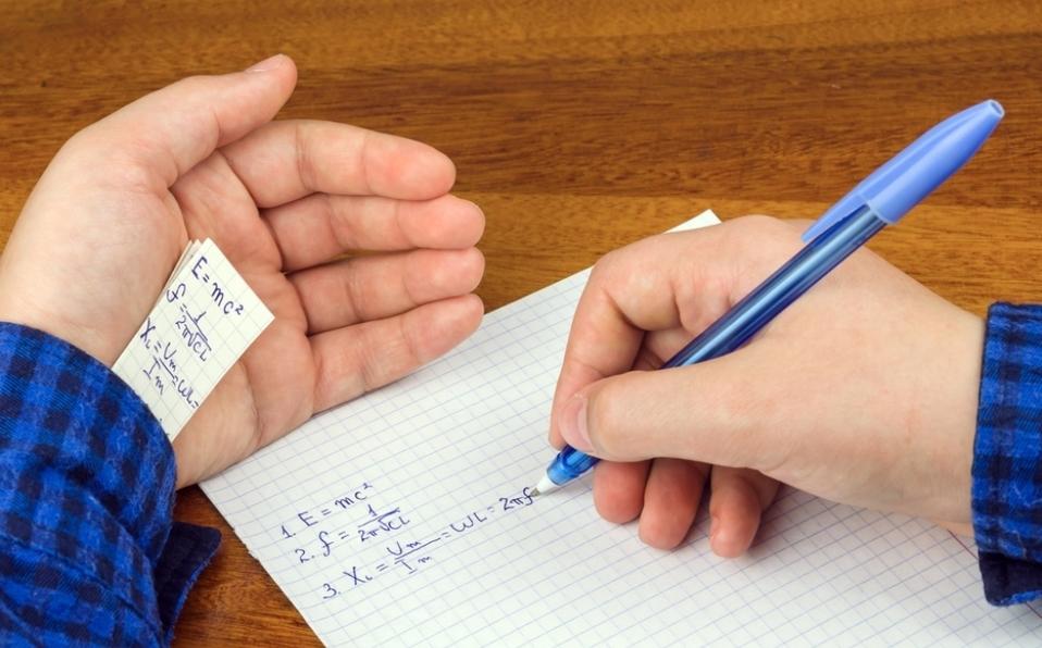 ¡Los cancelan! 5 mil 787 maestros copiaron durante examen de la SEP