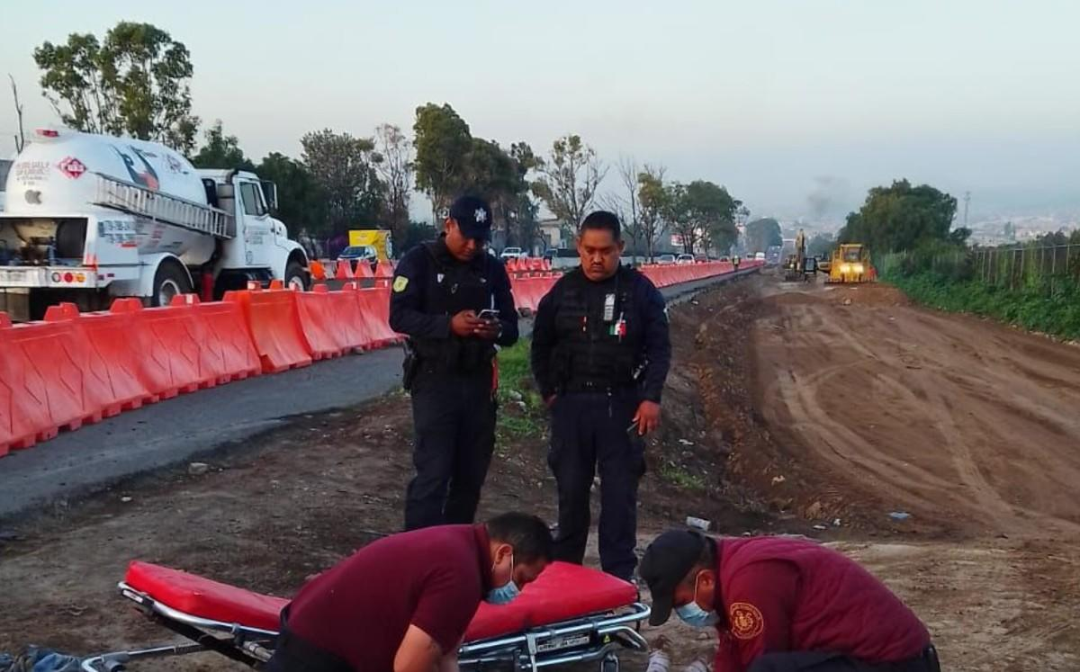Pasajeros golpean y desnudan a presunto asaltante en Tecámac