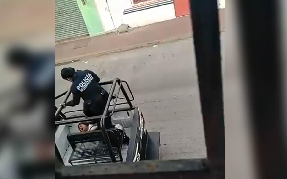 #Video Patean Policías de Tabasco a mujer esposada