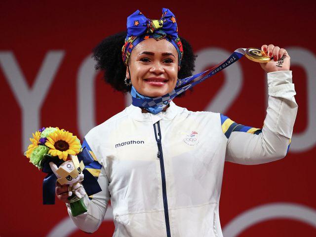 Pesista ecuatoriana Neisi Dajomes, ganadora de la medalla de oro en los Juegos Olímpicos de Tokio 2020