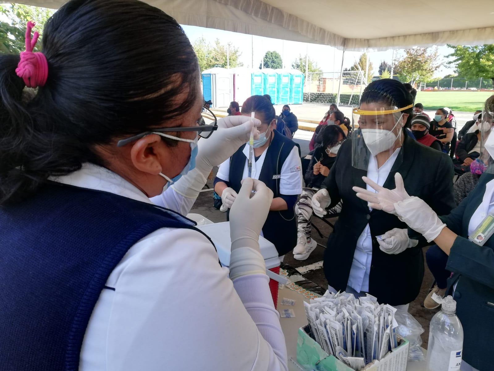 Vacunan a personal de 18 a 29 años de empresas del Valle de Toluca; viernes último día