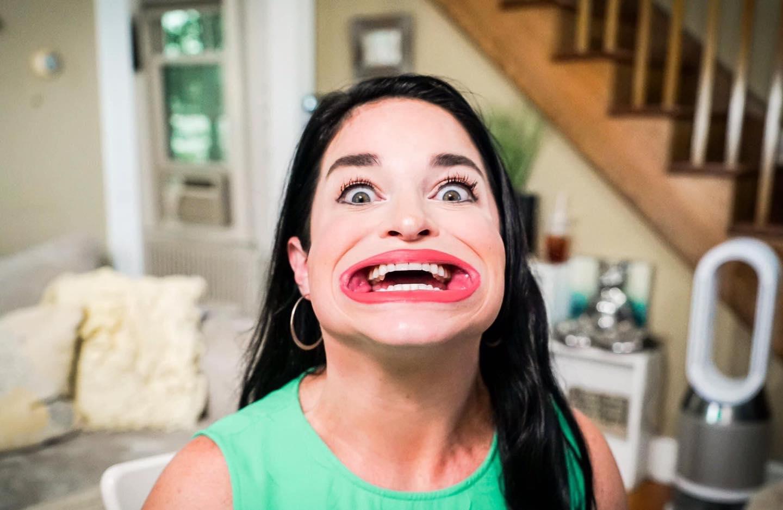 Mujer obtiene el récord guiness por su gran boca; mide 6,5 centímetros