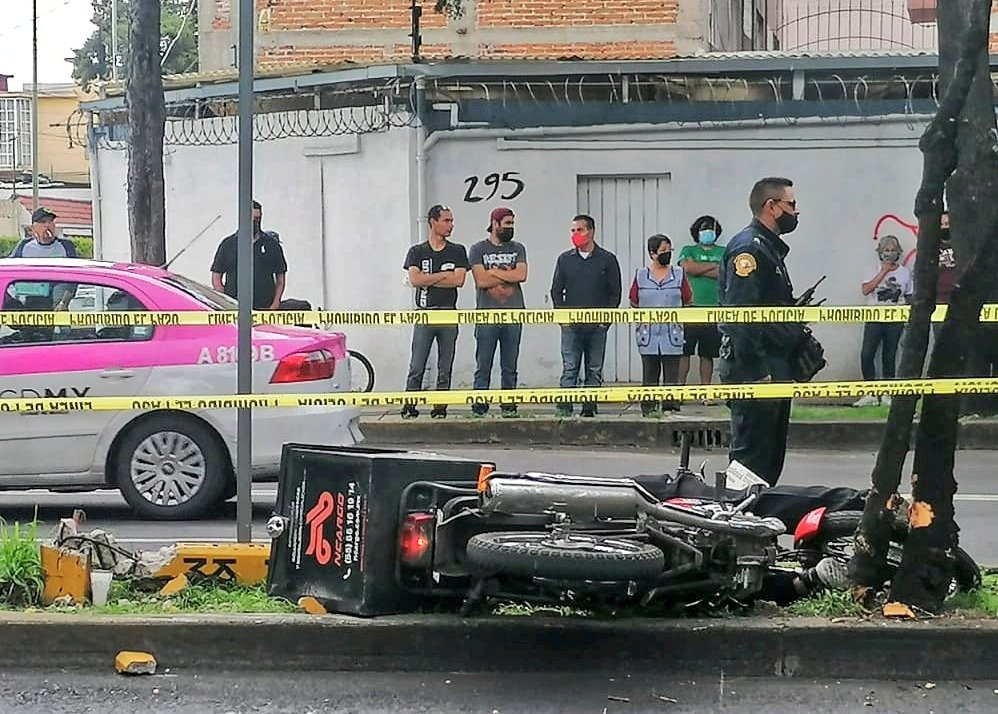 Mensajero en moto pierde la vida luego de echar carreristas con otro motociclista