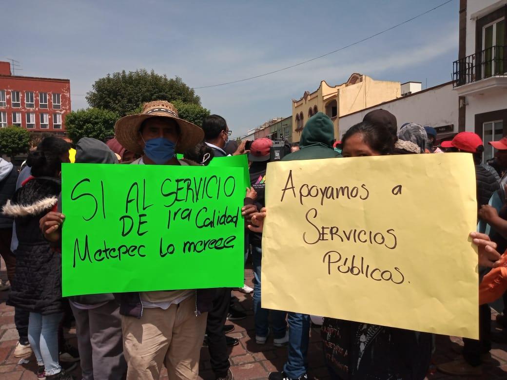 Chocan manifestantes en Metepec por concesión de basura