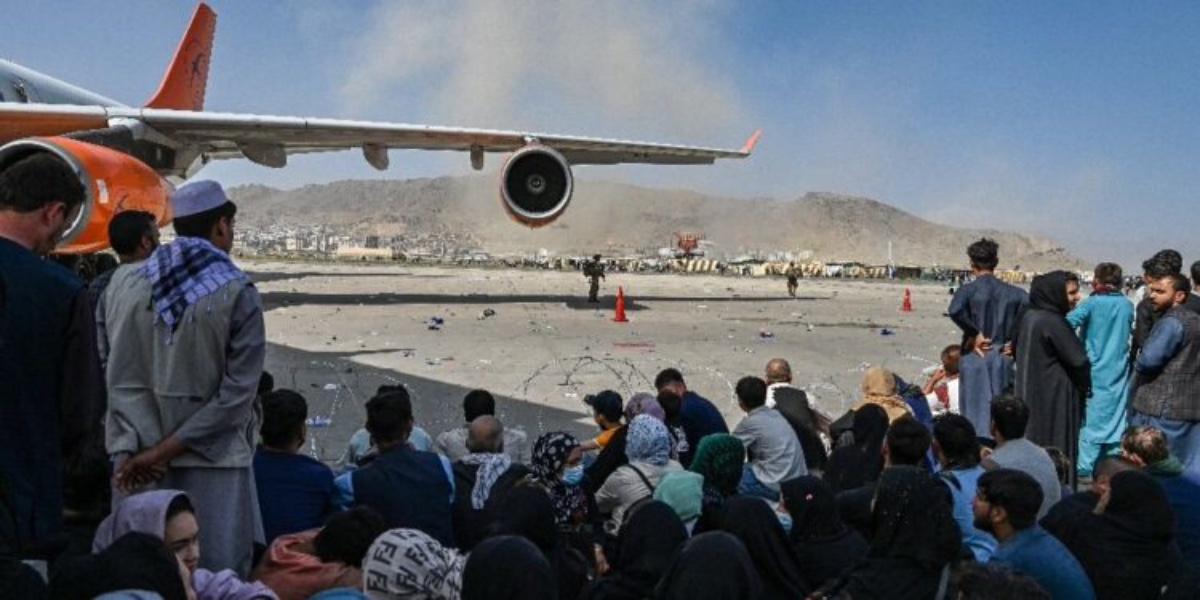 #VIDEO Restos humanos son hallados en tren de aterrizaje de avión que partió de Kabul