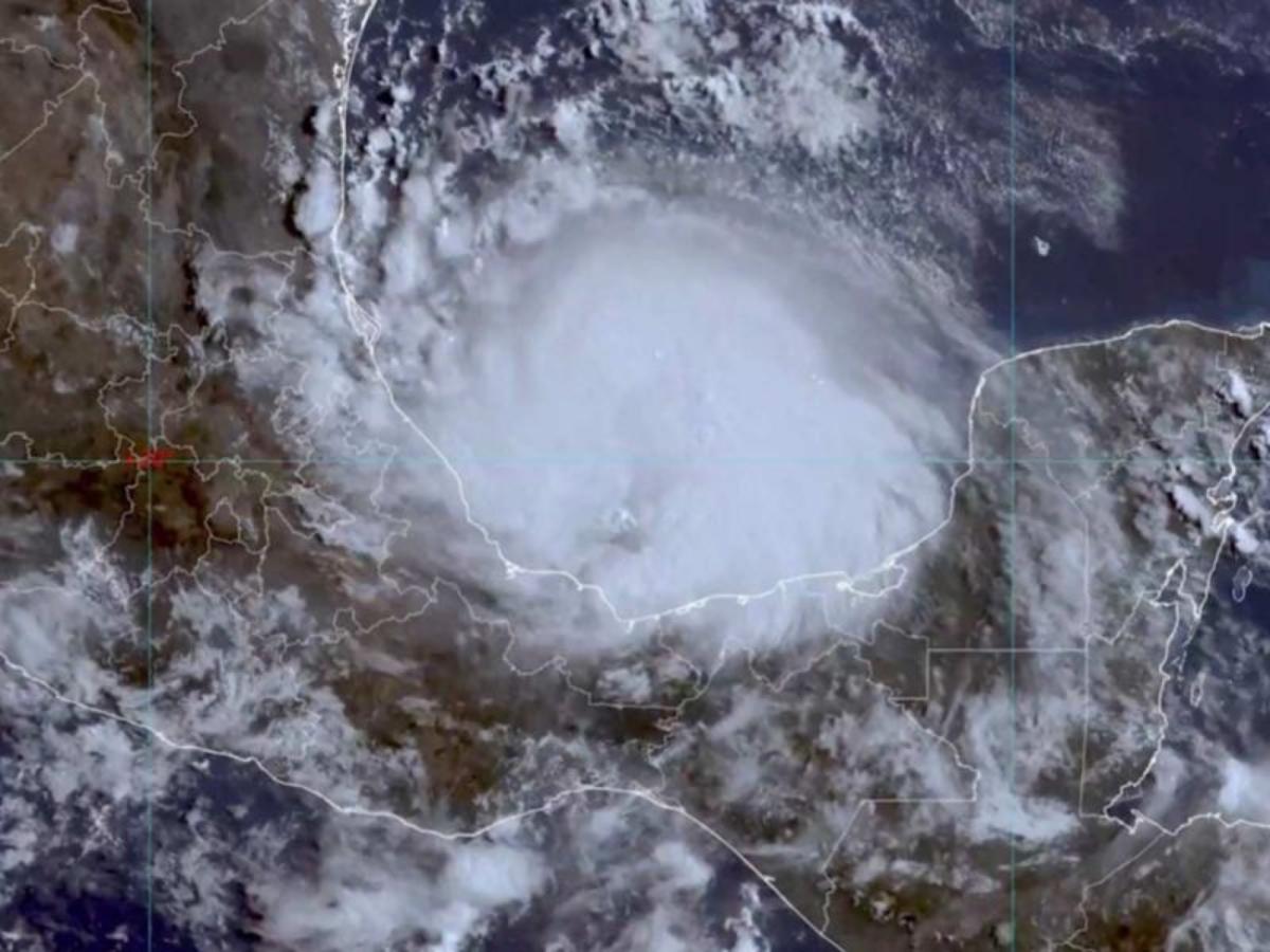 Grace tocará tierra como huracán categoría 2 provocando lluvias y encharcamientos en CDMX y Edomex