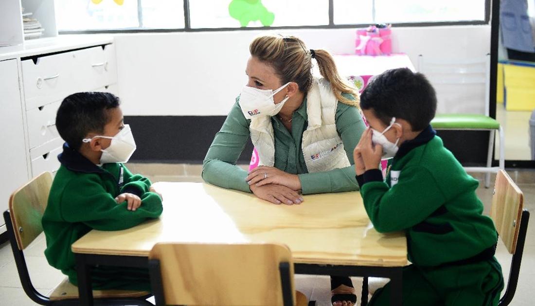 Entrega Fernanda Castillo de del mazo remodelación de jardines de niños y estancias infantiles del DIFEM