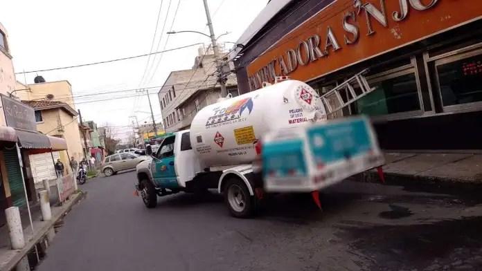 Pánico en Nezahualcóyotl por una fuga de gas en una pipa