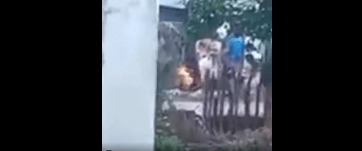 #VIDEO Mujer prende fuego a niño como castigo en Chiapas