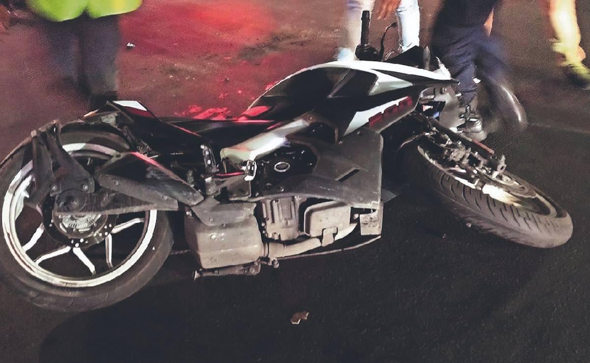 Borracho choca contra un grupo de motociclistas en Neza (#Video)