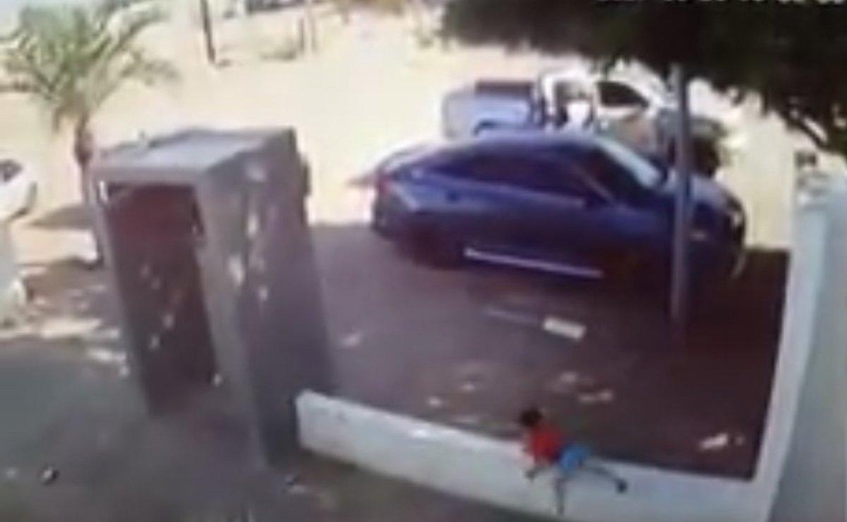 #Video Niño de tres años huye de unos sicarios en Sonora