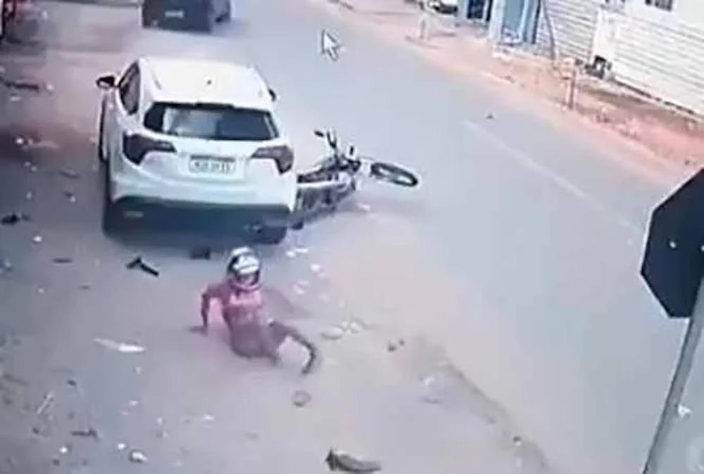 #Video Rateros fueron embestidos por un conductor que vio como asaltaron a una jovencita