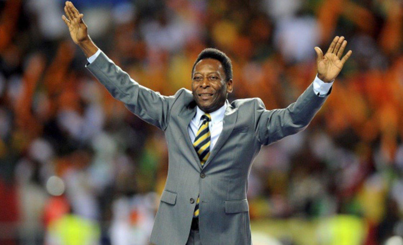 """Pelé confirma que le extirparon un tumor aunque dice """"estar bien"""""""