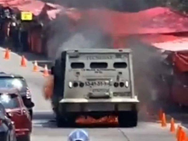 Se incendia camioneta de valores en Naucalpan; no hay lesionados