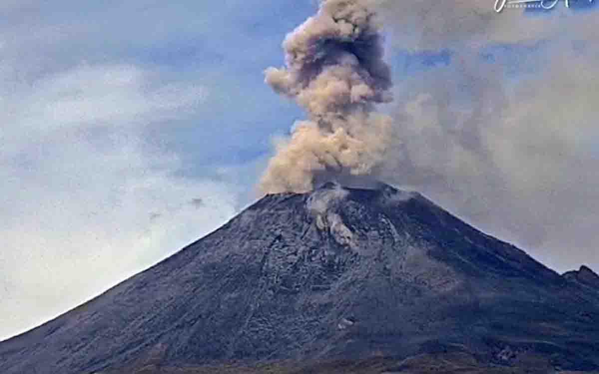 #VIDEO Explota Popocatépetl lanza fumarola y fragmentos