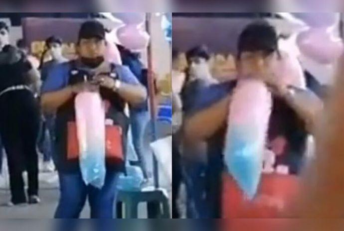 #VIDEO Captan a vendedora mientras infla bolsa de algodón de azúcar con la boca en Torreón