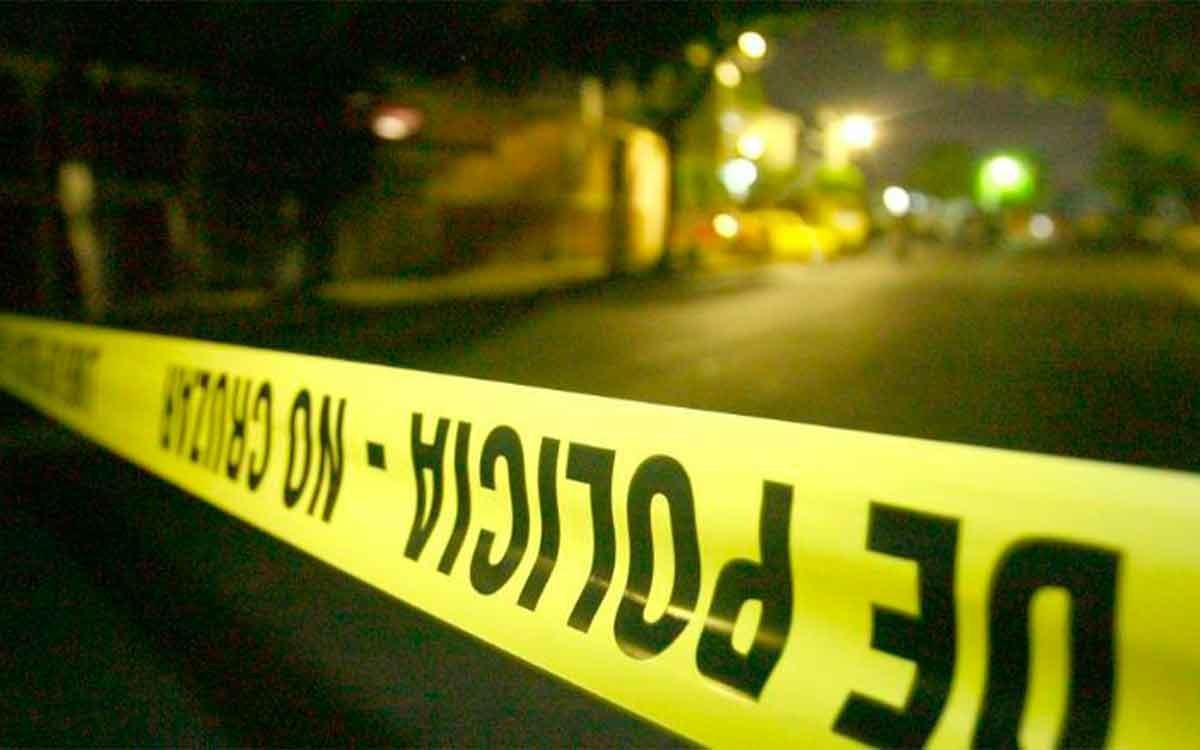 Encuentran a hombre muerto afuera del Mercado Juárez, Toluca