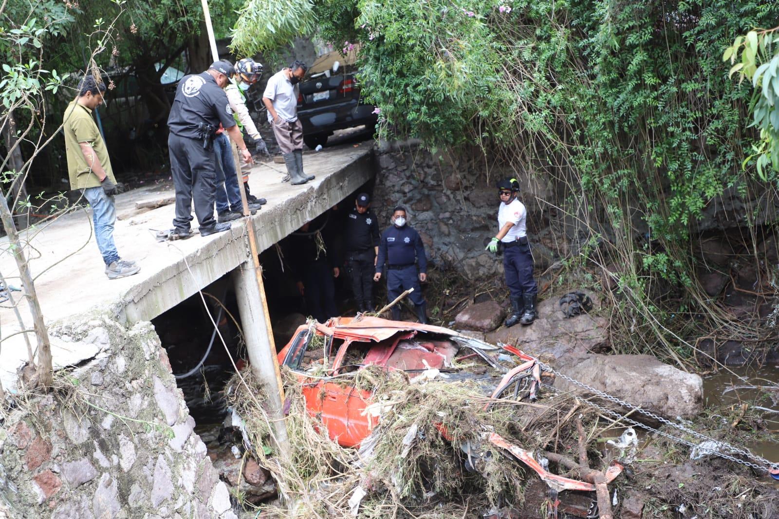 Brigada del Gobierno de Ecatepec rescata 37 vehículos arrastrados por las lluvias
