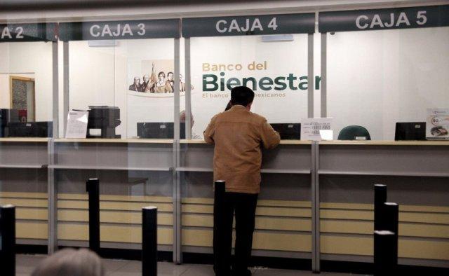 Actualmente,la banca comercial mexicana es quien capta las remesas del extranjero y nóminas de trabajadores del Estado, como miembros de la Guardia Nacional o maestros, por lo queuna eventual migración de esos flujos al Banco del Bienestar sería un duro golpe para muchos bancos.