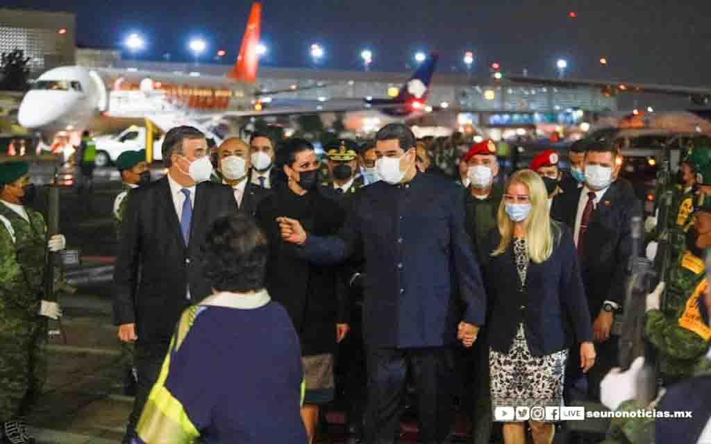 """Maduro llega a México, EE.UU. lo acusa de """"narcoterrorismo"""""""