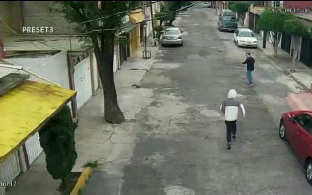 hombre correr para ponerse a salvo