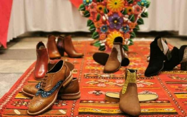 Jóvenes de San Mateo Atenco diseñan calzado con motivos de rebozo