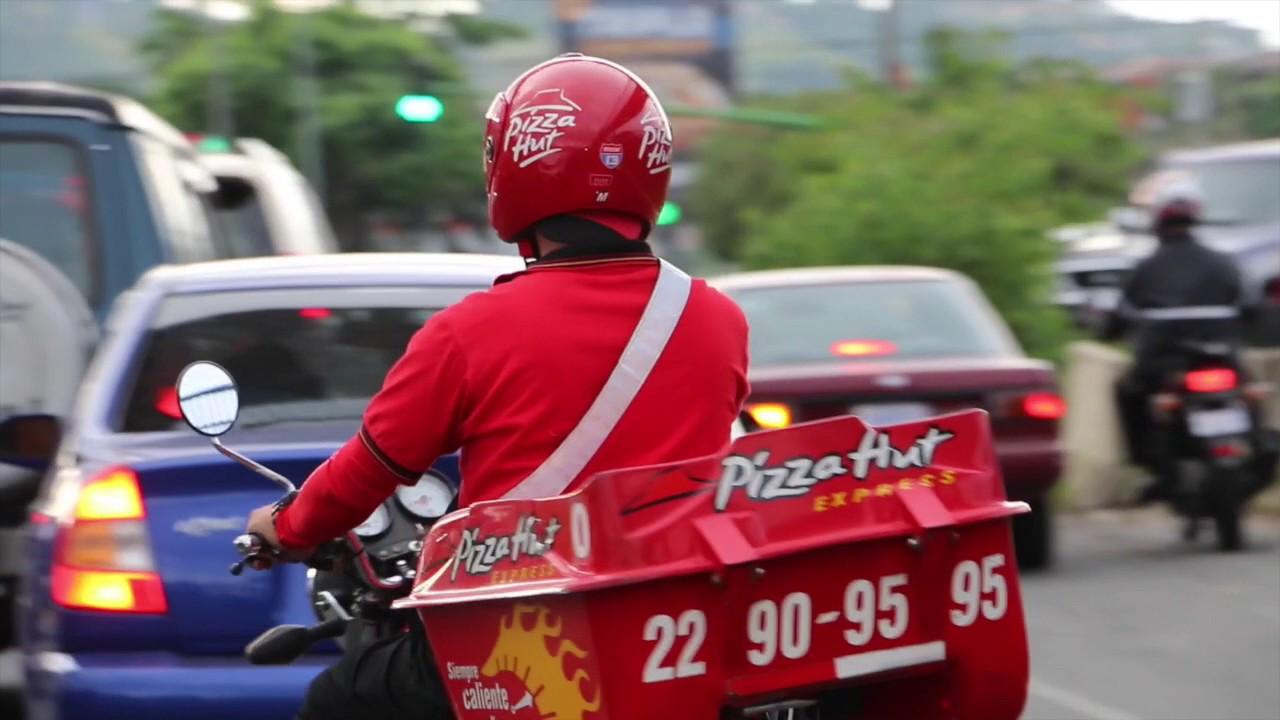 """""""Dale, dale""""; mujer reta y golpea a repartidor de pizzas en Uruapan"""