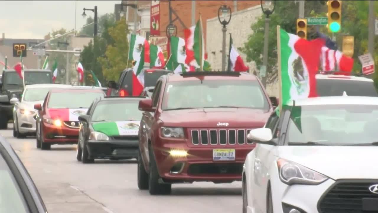 Mexicanos organizan desfile de autos en Milwaukee por Independencia de México