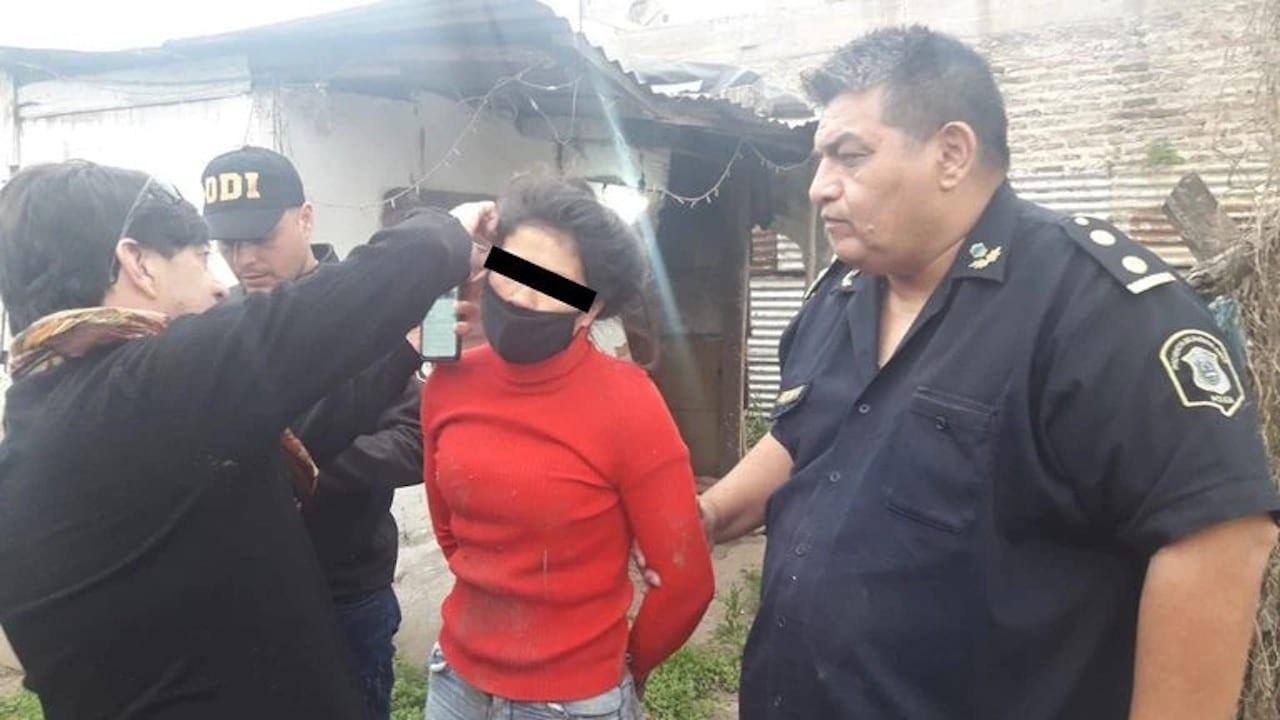 #VIDEO Jovencita le prende fuego a ex-amiga con su bebé en brazos; el pequeño murió