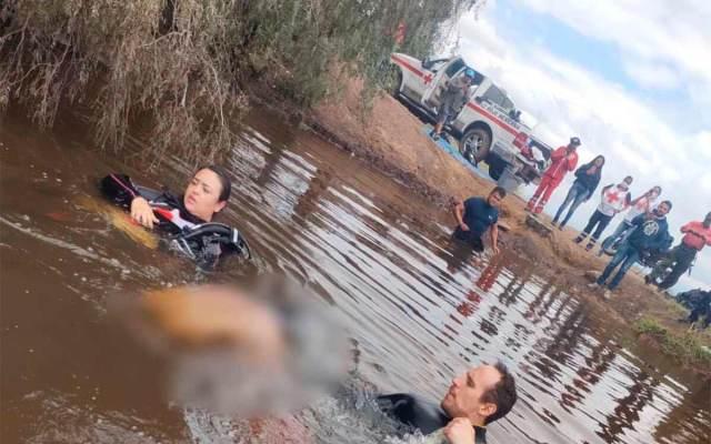 hombre nadar presa de Coacalco