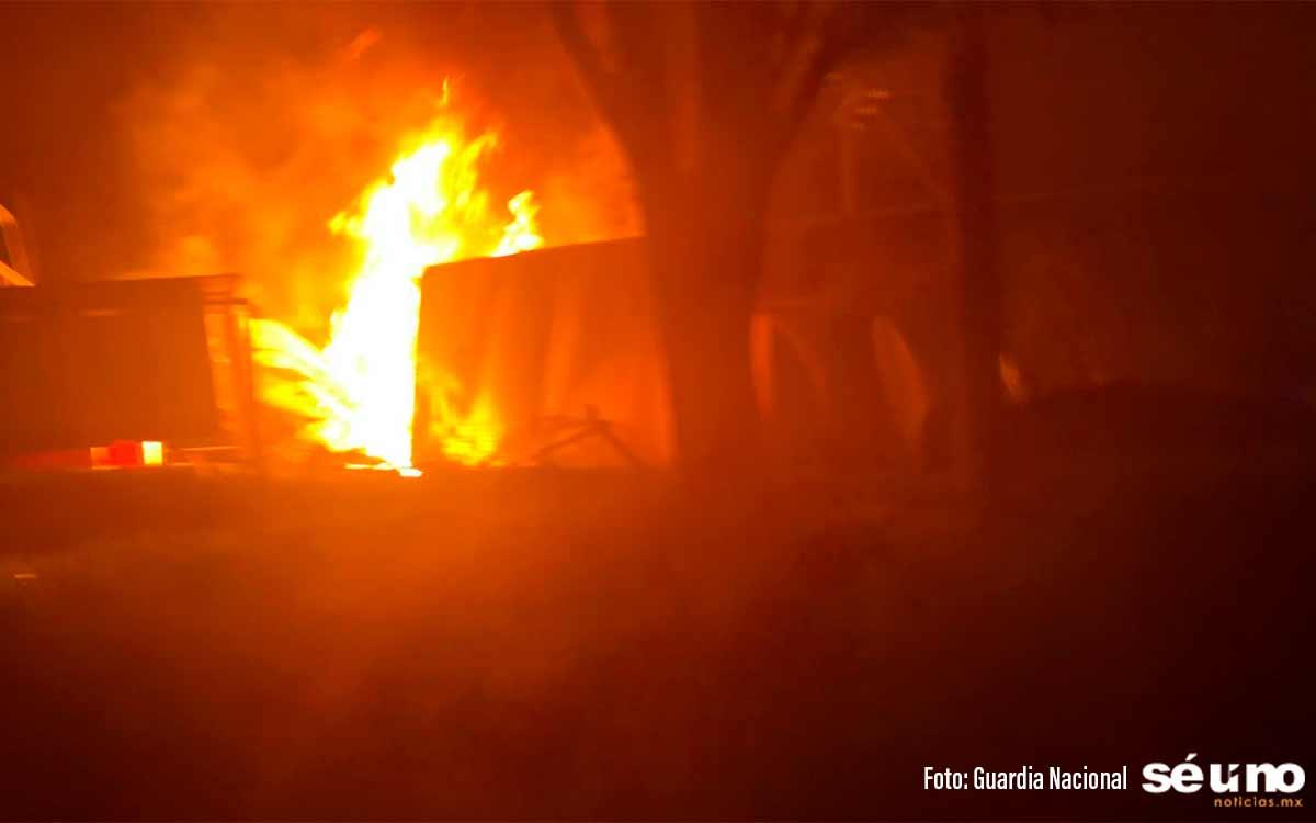 #VIDEO Trailer vuelca y se incendia en la México-Toluca