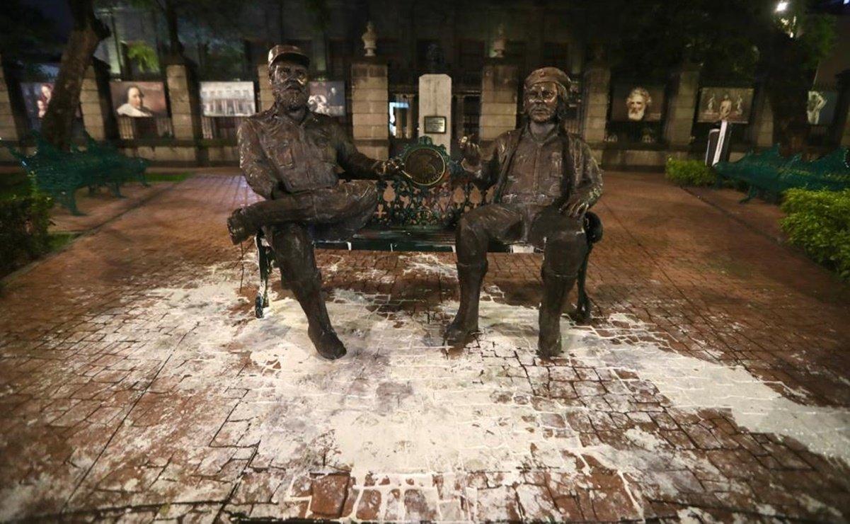 Vandalizan estatua de Fidel y el Che en la CDMX; hay dos detenidos